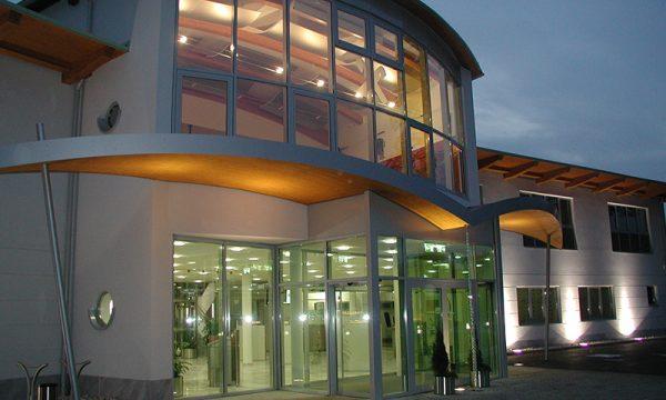 Portale und Glasfassaden